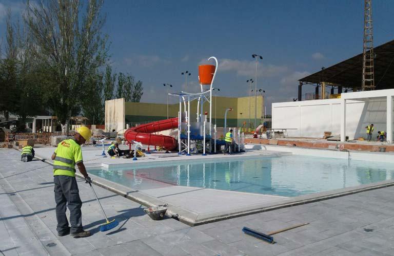 Paterna ultima las obras de su nueva piscina de verano for Piscina municipal manises