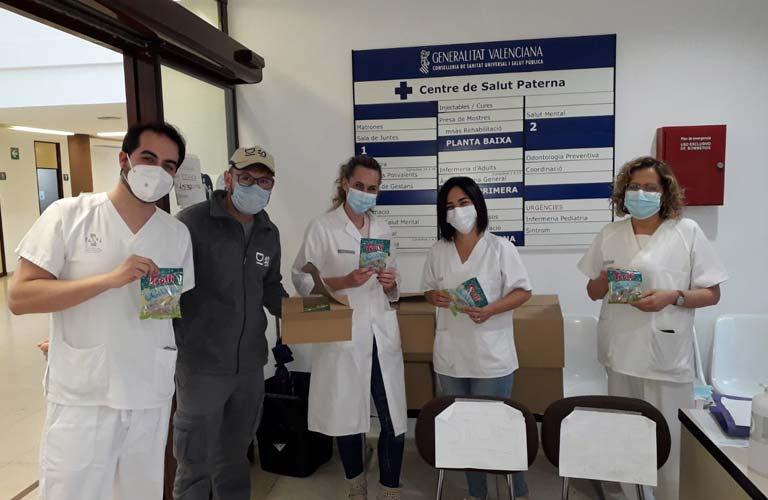 Paterna colabora con la empresa Trolli en el reparto de 6.400 bolsas de golosinas donadas a centros hospitalarios
